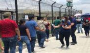 Apoya Municipio con agua purificada filas de vacunación anti COVID-19