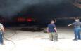 Protección civil y bomberos despliegan acciones para combatir incendio en zona rural